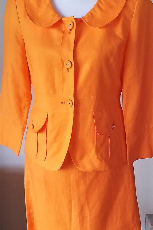 Larry Levine Suit, Size 4    SOLD