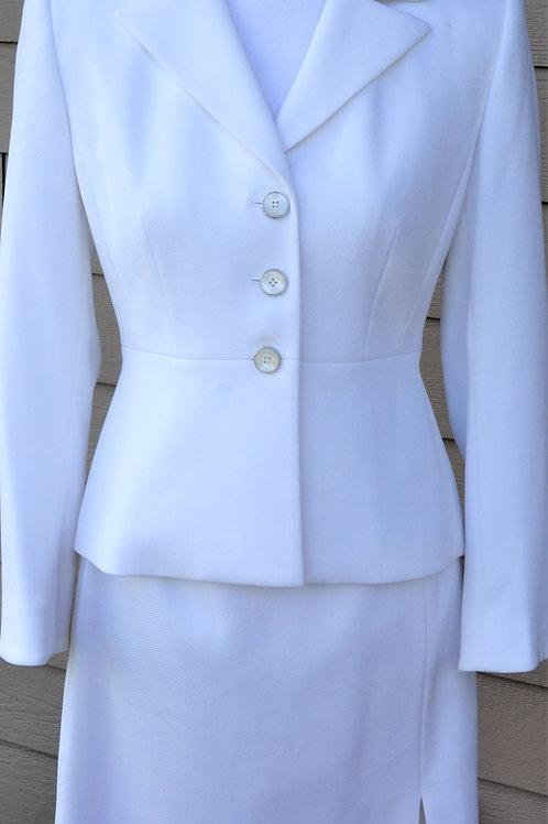 Liz Claiborne Suit, Size 4P    SOLD