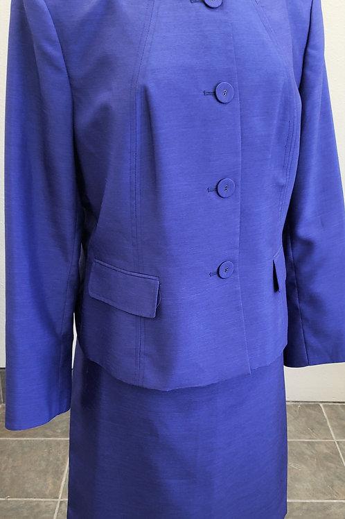 Kasper Suit, Size 18    SOLD