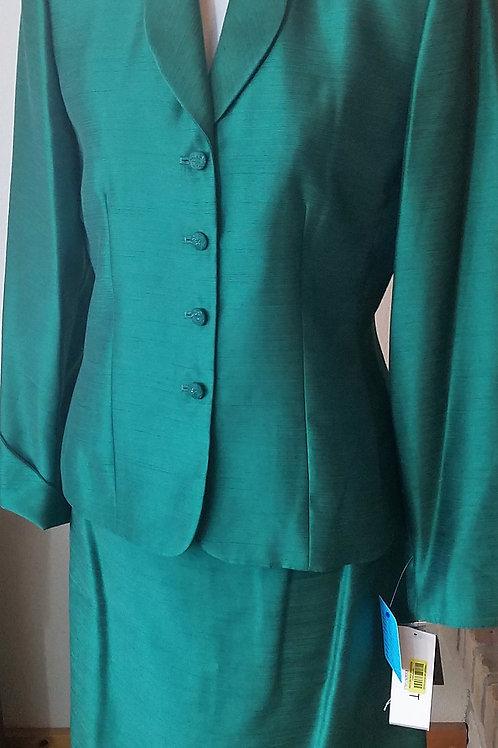Le Suit Essentials Suit, NWT Size 6    SOLD