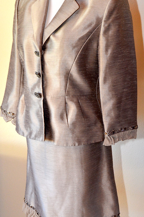 Tahari LUX Suit, Size 6P   SOLD