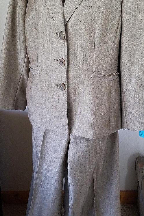 Evan Picone Pants Suit, Size 16    SOLD