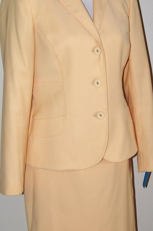 Anne Klein Suit, Size 6    SOLD