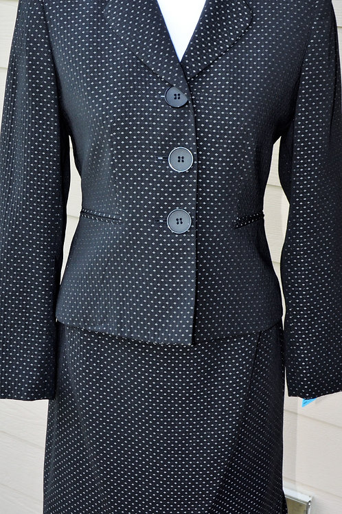 Tahari Suit, Size 4P    SOLD
