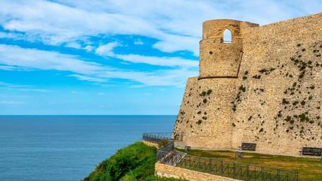Eremi Medievali e Castelli in Abruzzo e la Costa dei Trabocchi