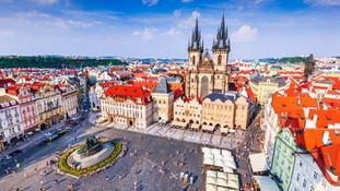 Praga e il Castello di Karlstejn 4 giorni in aereo