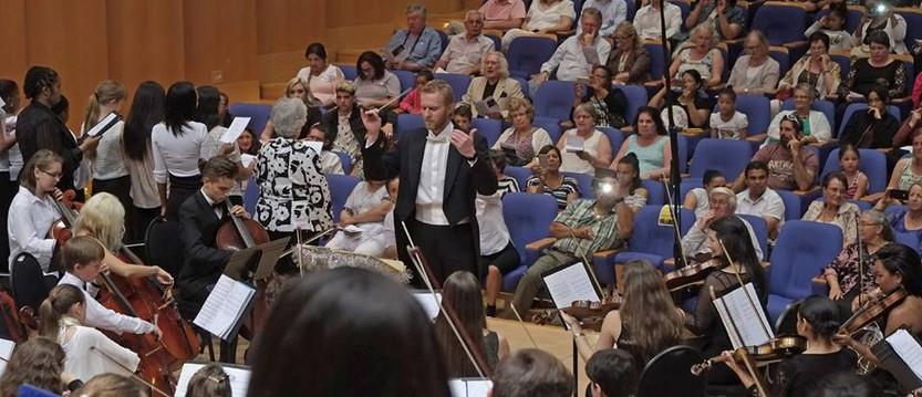 Зрители симфонического концерта.jpg