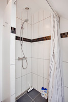 Bruser Shower