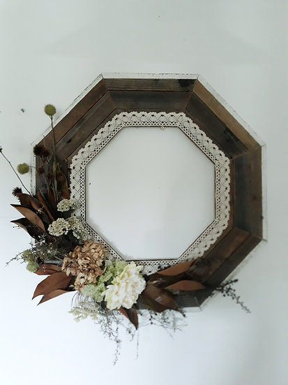 Octogonal Timber Lace Dried Flowers Wreath