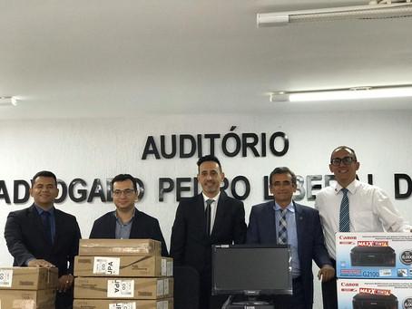 Interiorização das ações Assis Almeida entrega equipamentos de informática à Subseção e CAA de Patos