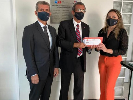OAB/PB e CAA-PB entregam cartão alimentação para distribuição a advogados de Campina Grande