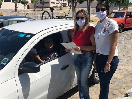 CAA-PB entrega kits com álcool em gel e máscara a dezenas de advogadas de Campina Grande