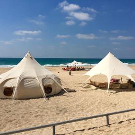 אוהלים בים.jpeg