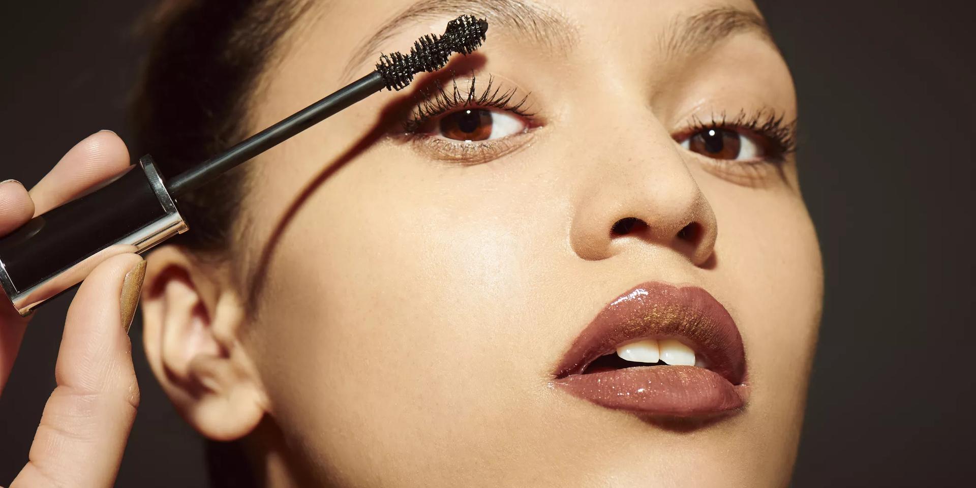 How to apply mascara like a pro