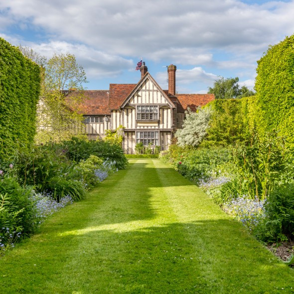PROPERTY OF THE DAY: EASTINGTON HALL ESTATE, WORCESTER, Town&Country