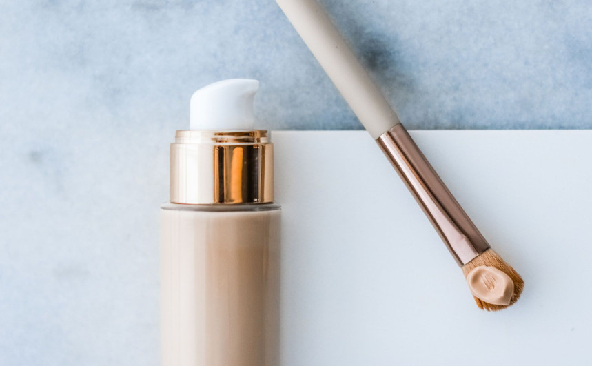 Non-comedogenic vs oil free foundation: Which is best for oily and acne-prone skin?