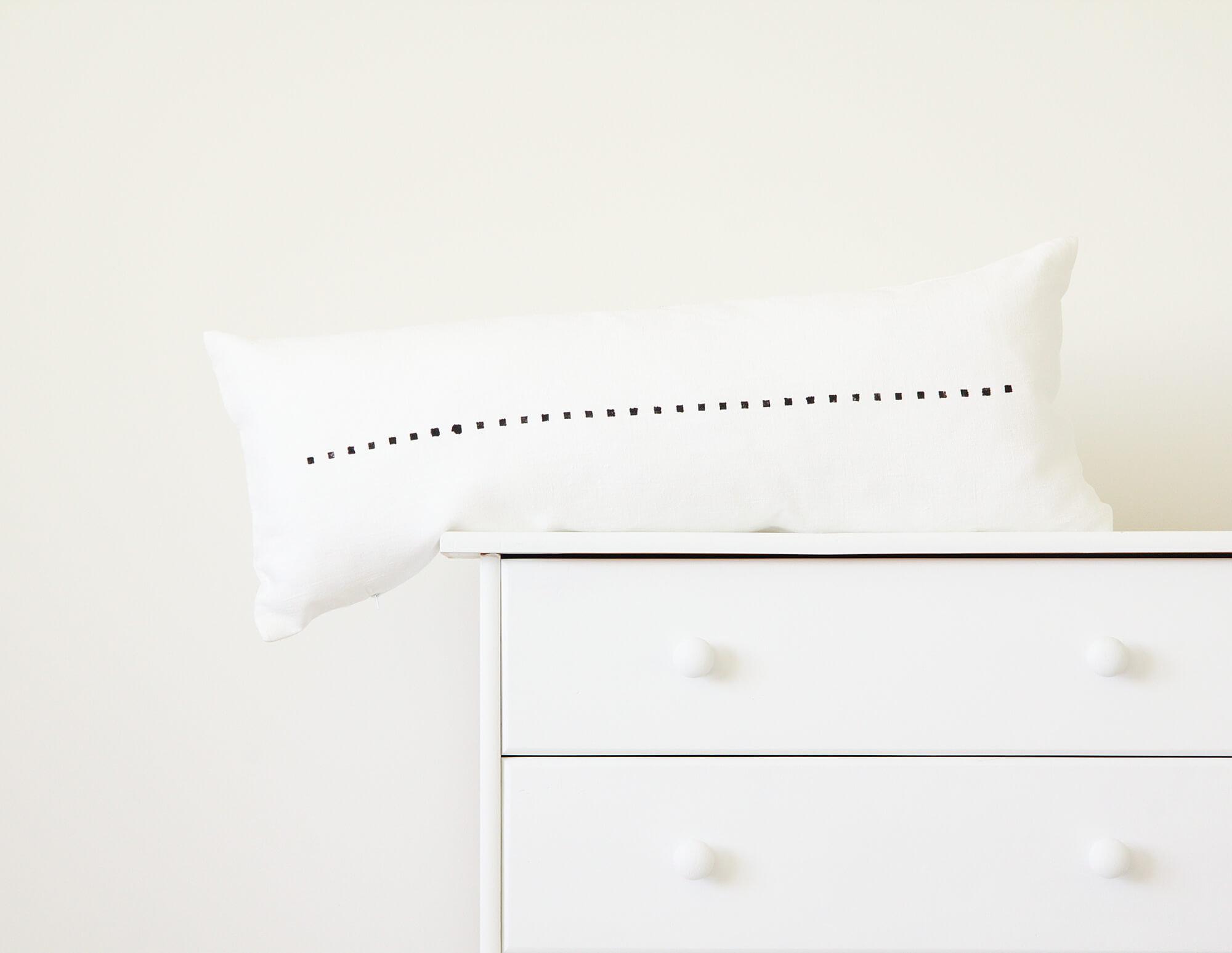 Black And White Long Decorative Pillow Case Modern Minimalist Style