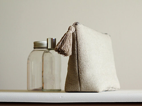 Toiletry bag in undyed linen color