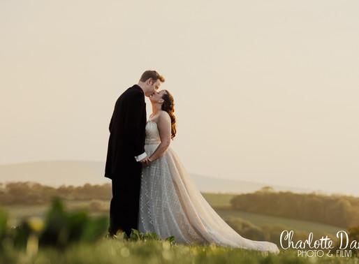 The Oak Barn, Devon. Wedding of Rich & Jennie
