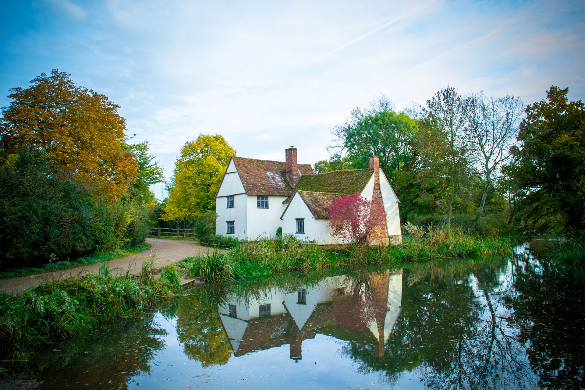 cottage-1300803_1920.jpg