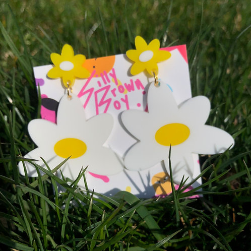 White/Yellow Dizzy Daisy