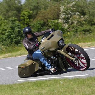 Motor Custom Gaya Bagger Ini Bikinan Mantan Drag Racer Belanda, Bas Grondhuis