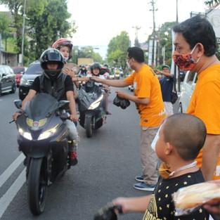 Honda Brio Community Chapter Kudus Bagi Takjil Bagian dari Aksi HBC Nation
