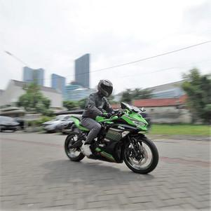 Riding Impression Kawasaki Ninja ZX-25R (1): Bagaimana Rasanya untuk Pemakaian Sehari-hari?