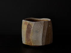 鎬茶盌      Faceted
