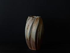 備前鎬花器   Faceted Vase