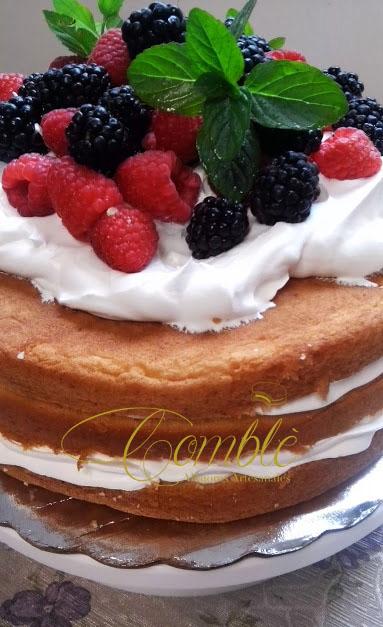 Pastel desnudo (naked cake)