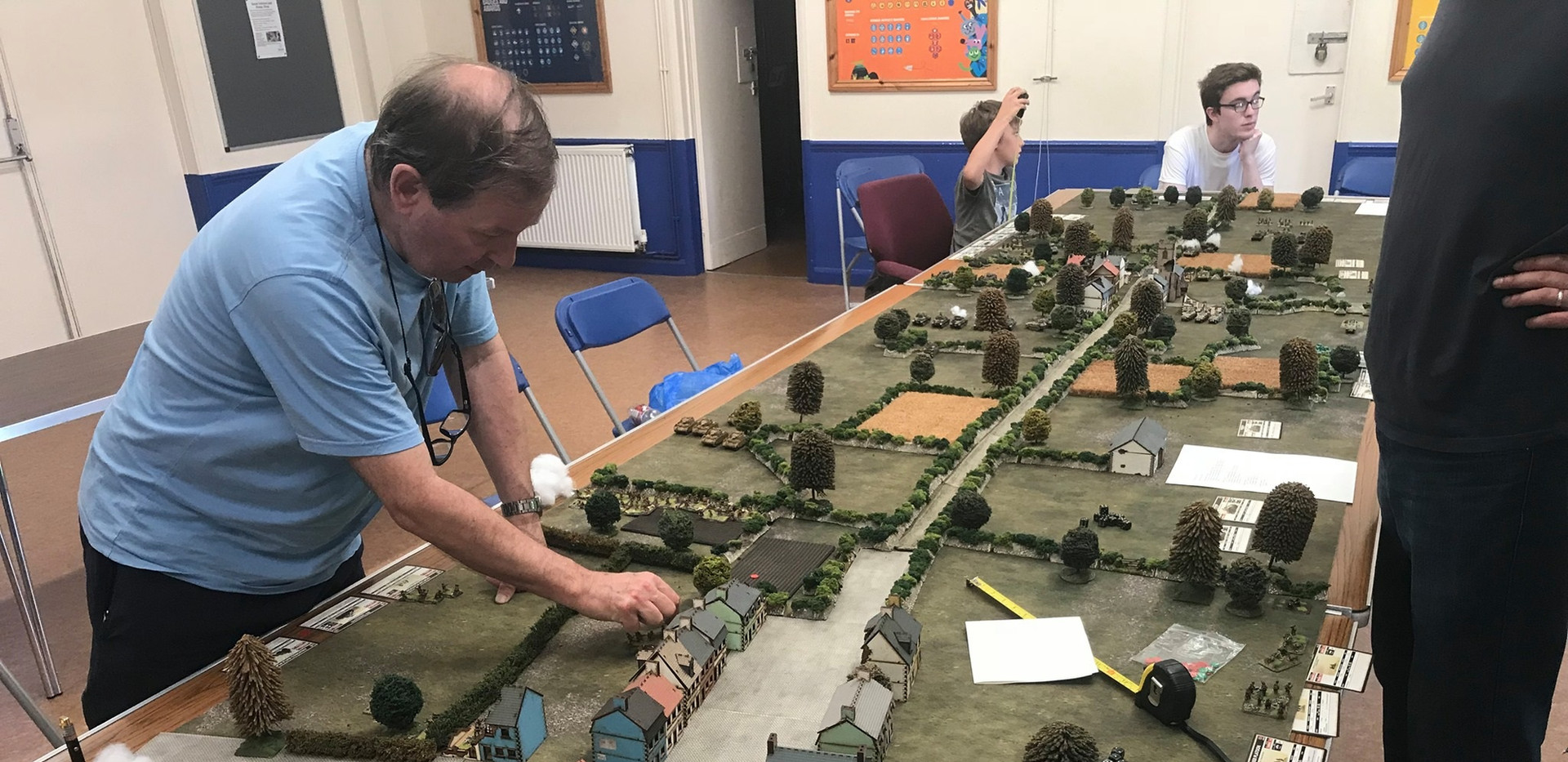 US Paratroopers push on