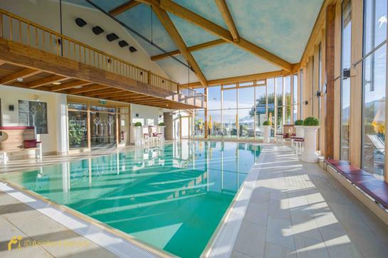 Foto Hotel Schwimmbad - HDR-Aufnahme von Bernhard Bartsch