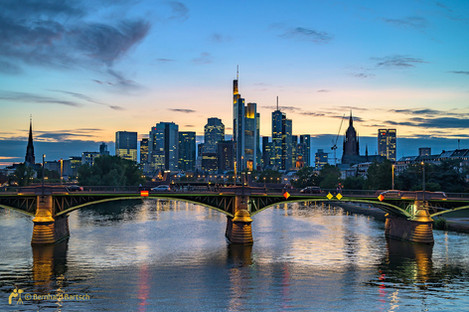Architekturfoto-Frankfurt Skyline am Abend