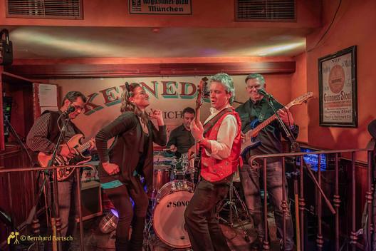 Eventfoto Low Light - Band im Pub
