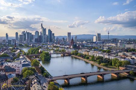 Architekturfoto-Frankfurt Skyline am Nachmittag