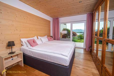 Foto Ferienwohnung Schlafzimmer mit Lichtausgleich - Aufnahme von Bernhard Bartsch