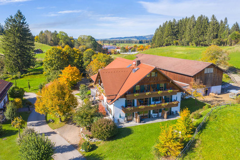 Architekturfoto-Ferienzimmer Haus in Füssen im Sommer