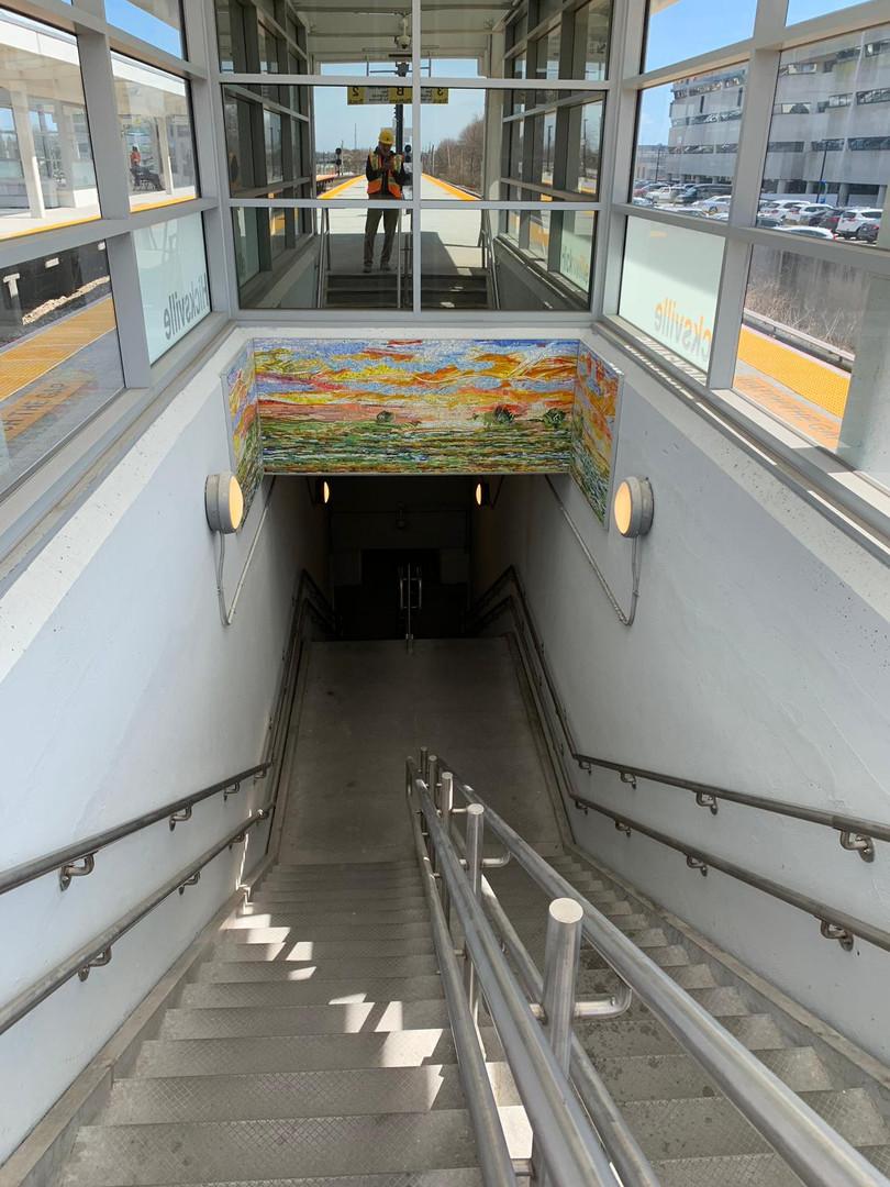 Création de 2 mosaïques architecturales pour la station de train Hicksville, Long Island, NYC (MTA).    Design original de Roy Nicholson.    Collaboration avec Stephen Miotto (Carmel, NY)    Mai - Septembre 2018