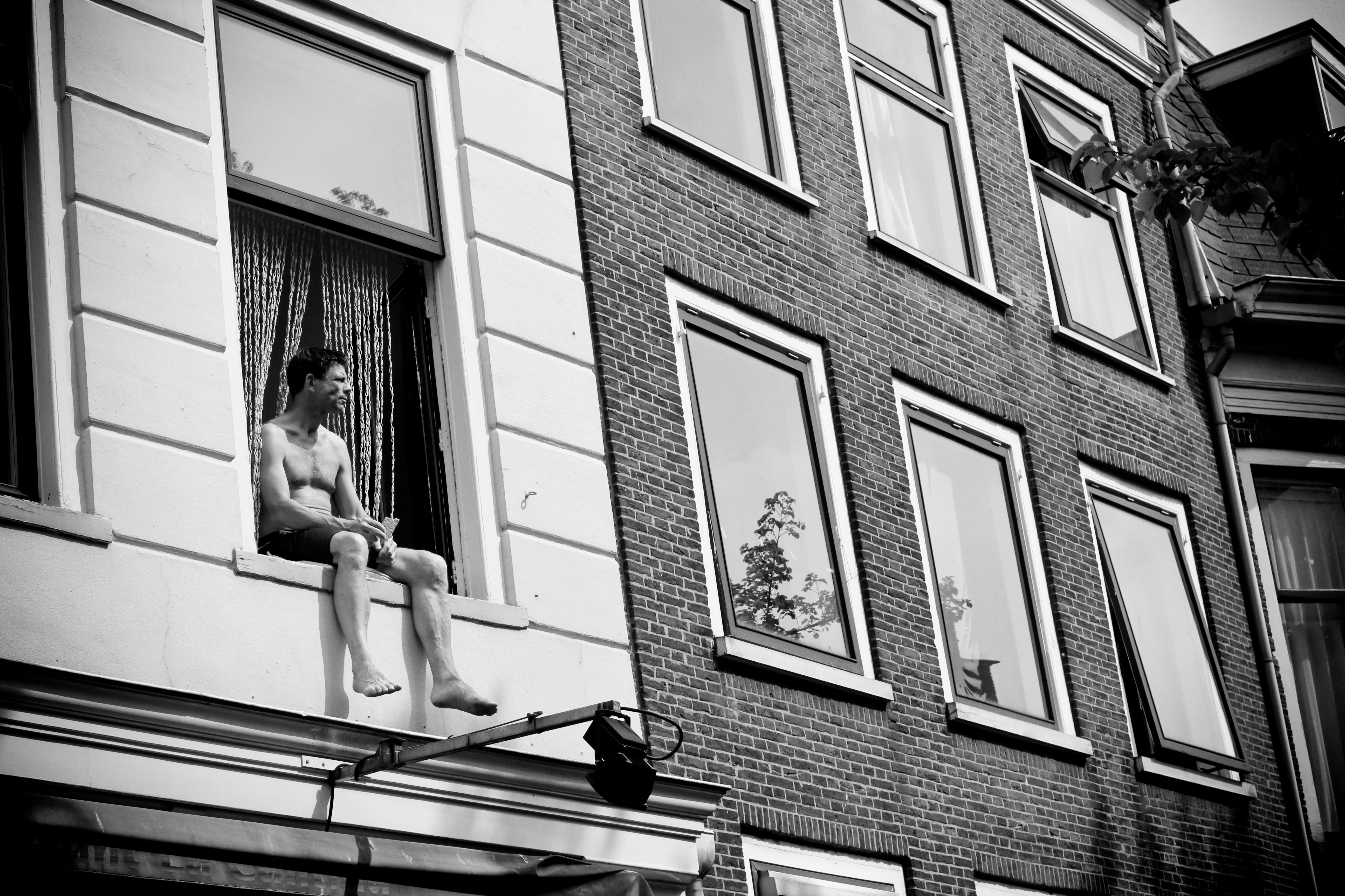 Chausson_par_la_fenêtre