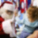 Święty Mikołaj odwiedza grzeczne dzieci