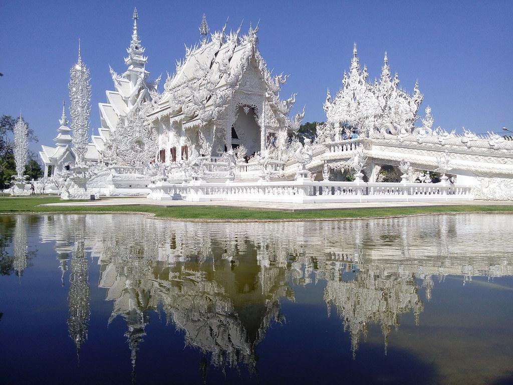 Le célèbre temple de CHIANG RAI