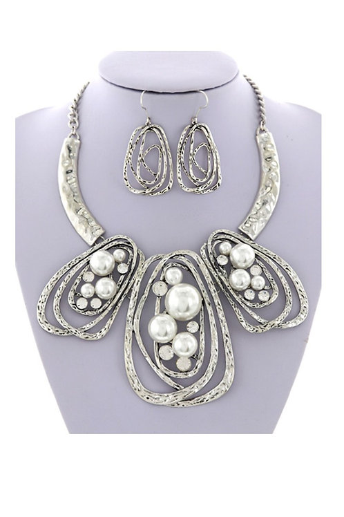 Silve and Pearl Necklace and Earrings 106