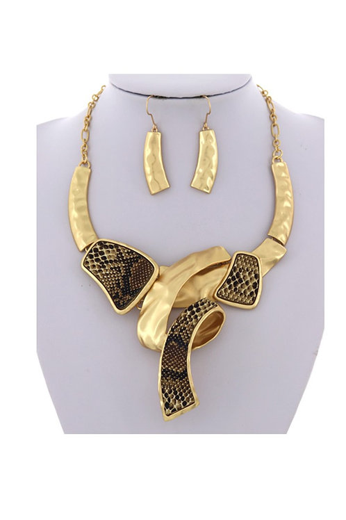 Acrylic Gold and Snake Necklace 105