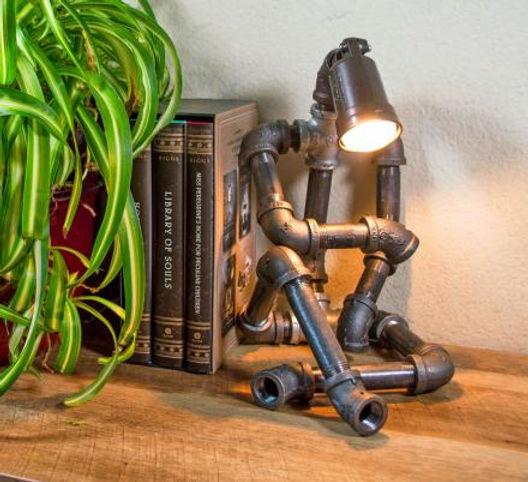 sitting-pipe-robot-lamp-thumb.jpeg