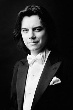 Dawid Runtz, conductor | Photo by Karpati & Zarewicz,  No. 7