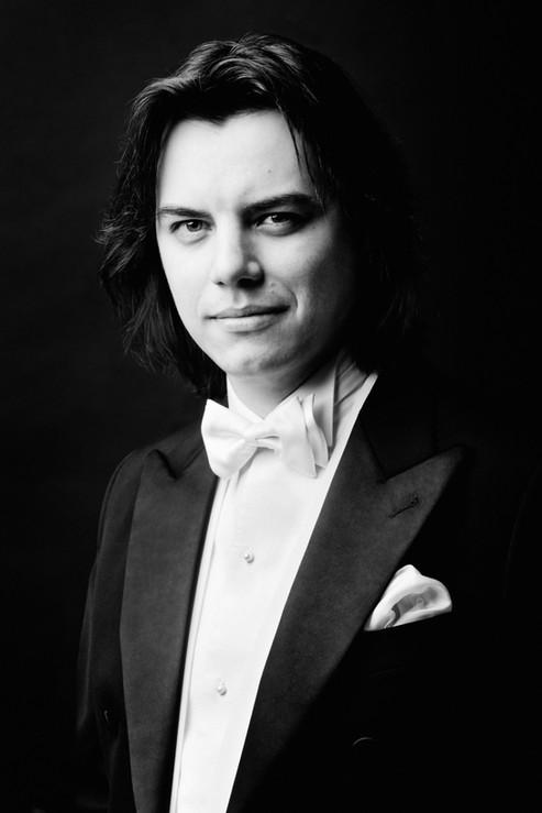 Dawid Runtz, conductor   Photo by Karpati & Zarewicz,  No. 7