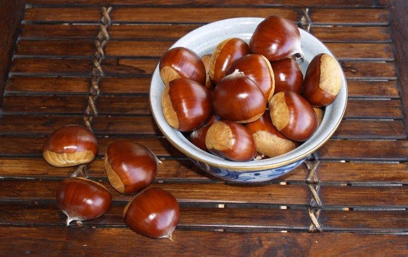 Fresh chestnuts in a bowl