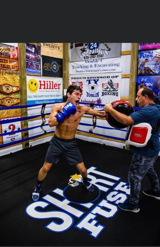 Tomlin Trains in Houston, Preps for Upcoming Bouts