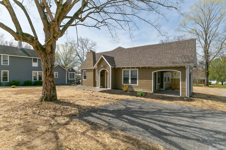 Home Once Owned by Randy Travis Now Local Airbnb